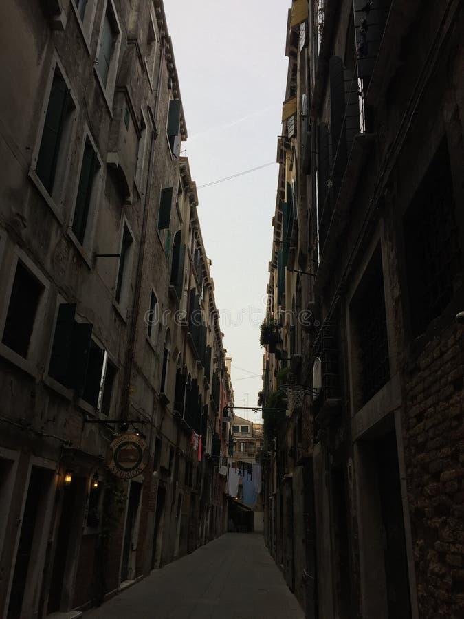 Rua do corredor em Veneza imagem de stock royalty free