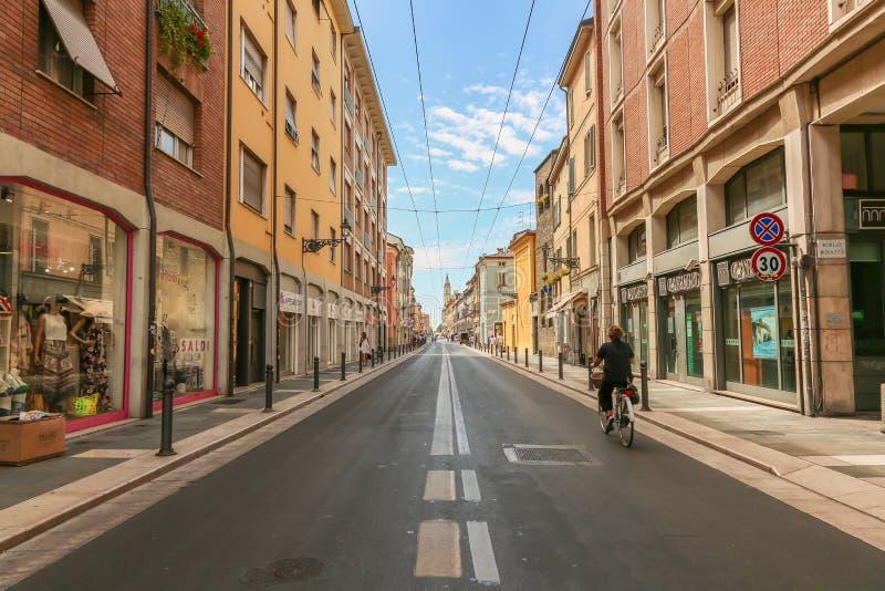 Rua do dia em Parma, Itália, fotografia de stock