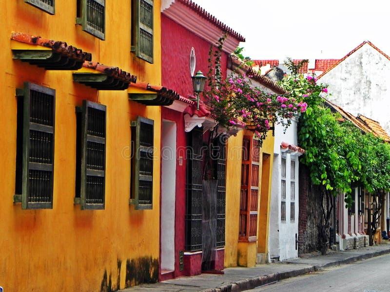 rua do Espanhol-estilo na cidade histórica de Cartagena, Colômbia fotos de stock