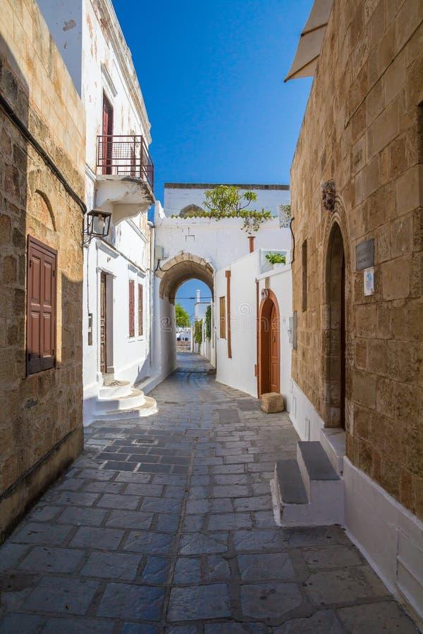 Rua do estreito de Lindos em Rhodes Island Rodos Aegean Region, Gre imagem de stock royalty free