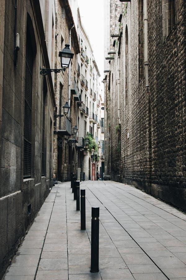 Rua do quarto gótico em Barcelona, Espanha foto de stock royalty free