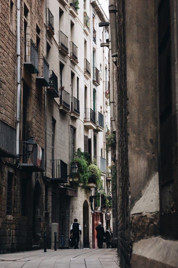 Rua do quarto gótico em Barcelona, Espanha imagem de stock