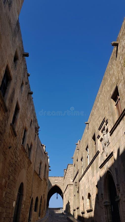 A rua dos cavaleiros na, ilha do Rodes, Grécia fotos de stock