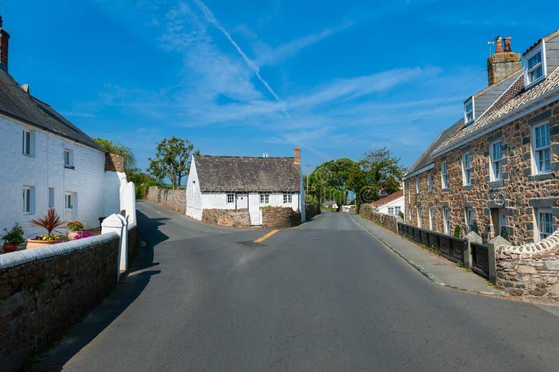 Rua e casas em Castel Guernsey fotos de stock