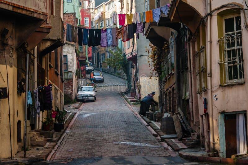 Rua e casas tradicionais no distrito de Balat imagens de stock royalty free