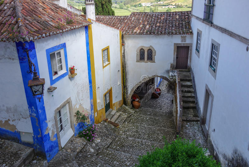 Rua e escadaria e casas medievais no dia fotos de stock royalty free