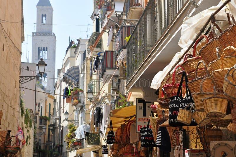 Rua e estrada em Bari, Itália fotografia de stock