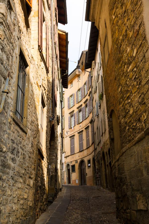 Rua em Bergamo, Itália imagens de stock