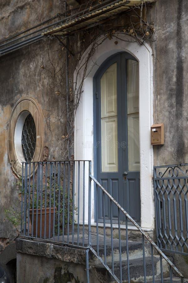 Rua em Catania, Itália foto de stock