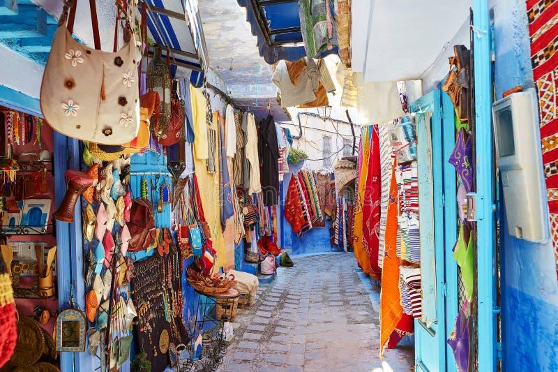 Rua em Chefchaouen, Marrocos imagem de stock