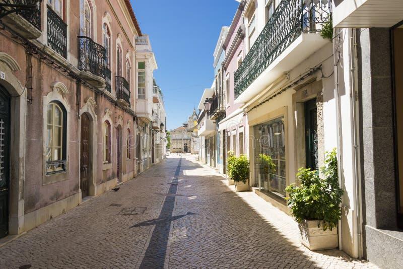 A rua em Faro center histórico Portugal fotografia de stock