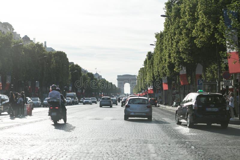Rua em Paris, elysées dos campeões dos les foto de stock