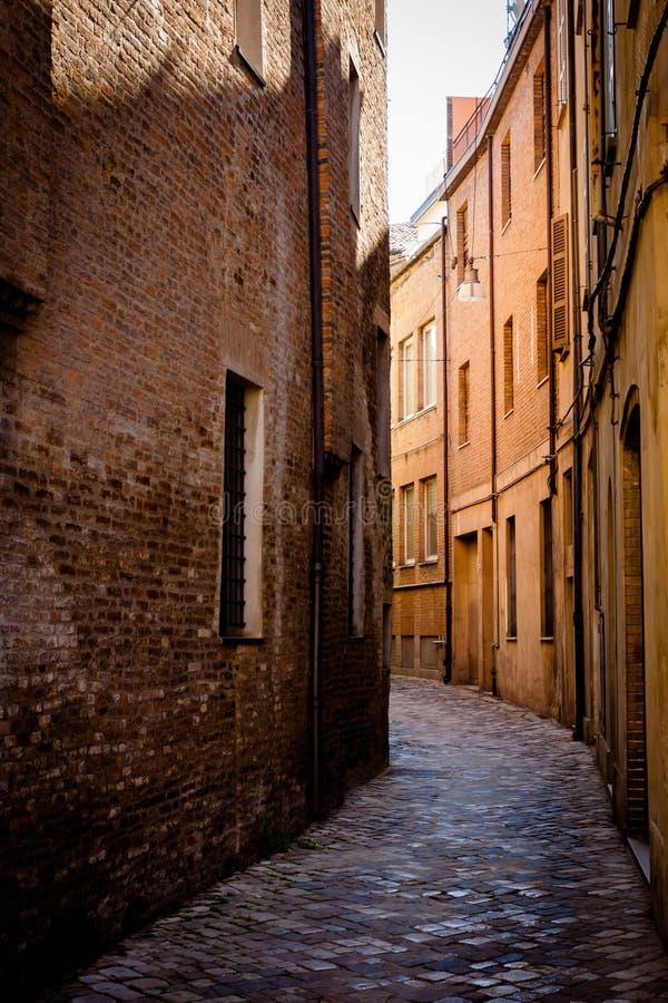 Rua estreita em Ravenna imagens de stock royalty free