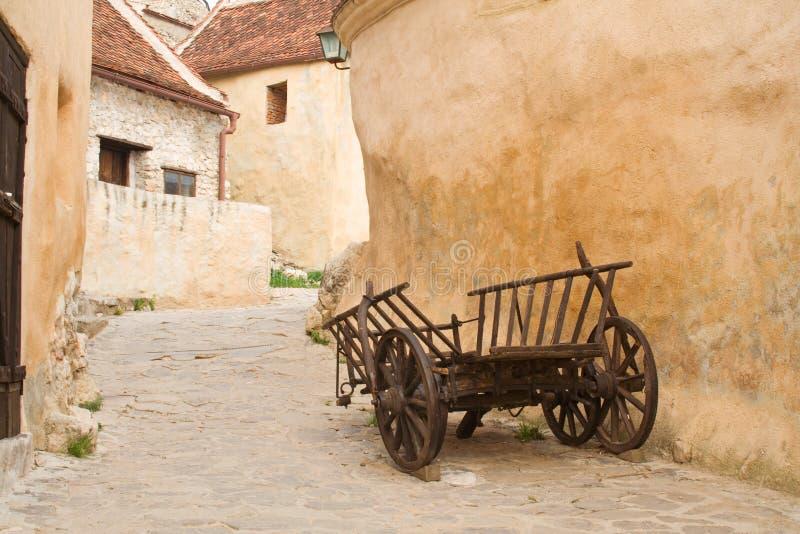 Rua estreita no castelo fotografia de stock