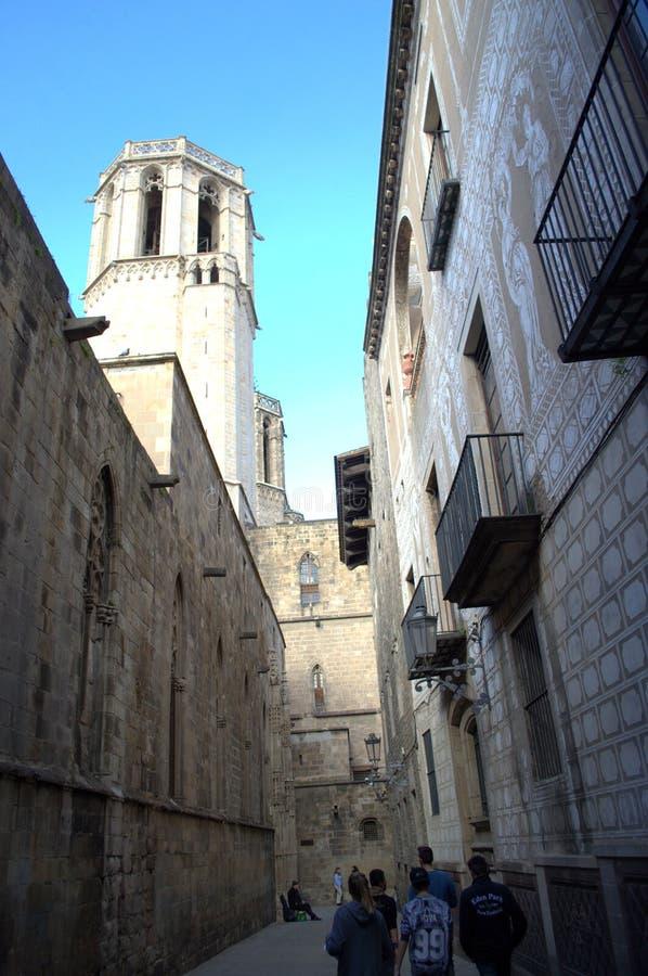 Rua estreita no quarto gótico, Barcelona fotografia de stock