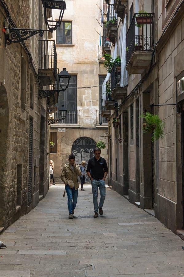 Rua estreita no quarto gótico de Barcelona foto de stock royalty free