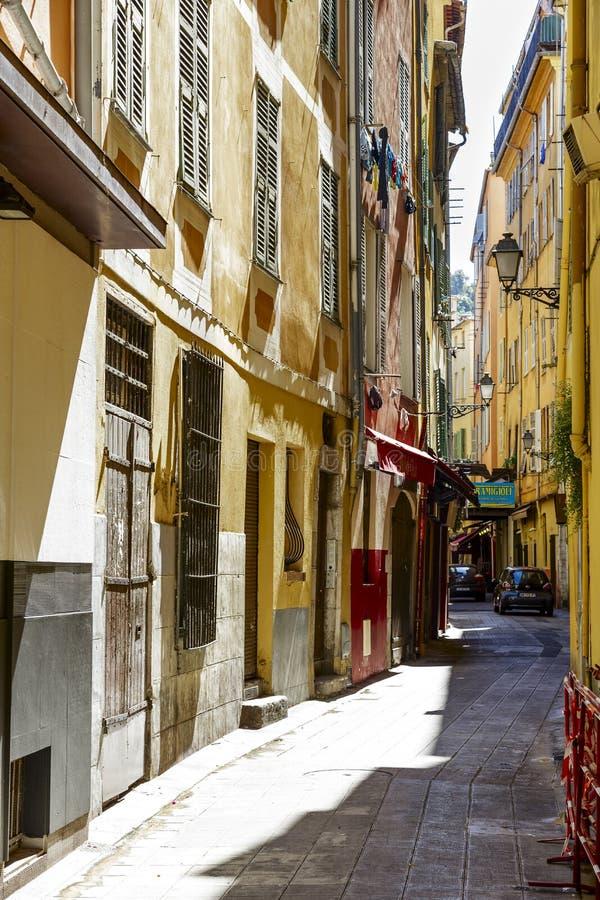Rua estreita, Vieille Ville, agradável, França fotografia de stock royalty free