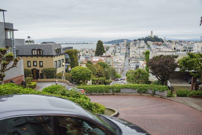 A rua famosa do Lombard de San Francisco fotografia de stock royalty free