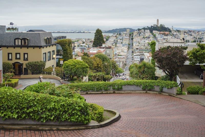 A rua famosa do Lombard de San Francisco imagem de stock royalty free