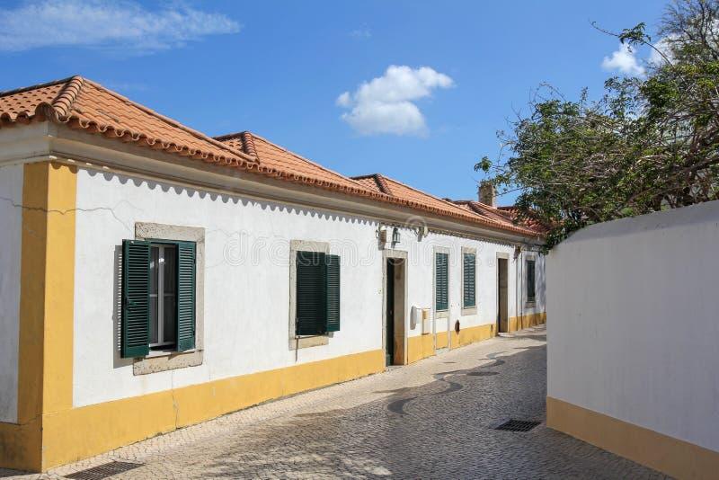 Rua histórica em Cascais, Portugal foto de stock