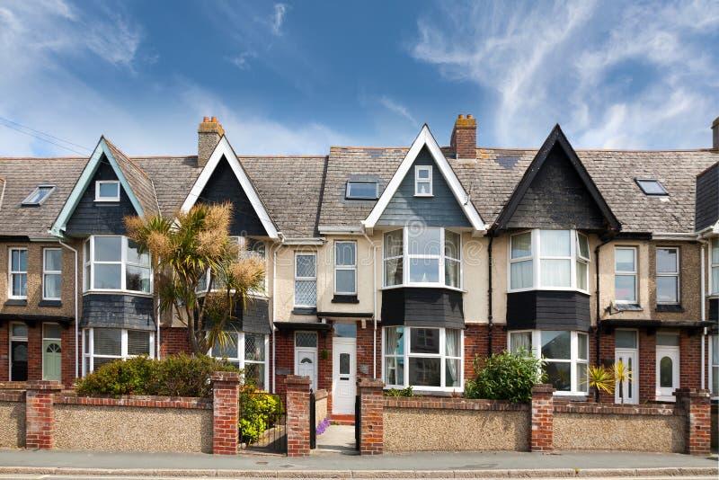 Rua inglesa de casas terraced imagem de stock