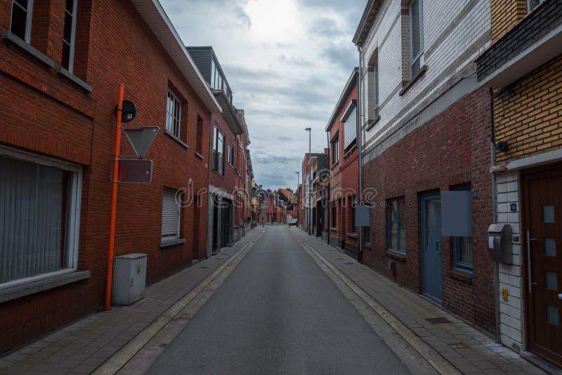 Rua lisa em Bélgica, Herentals Dia chuvoso fotos de stock