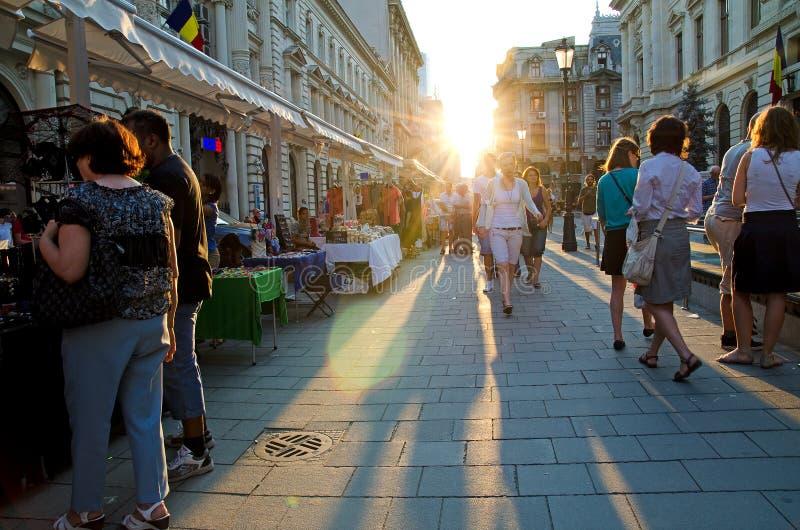 Rua movimentada de Bucareste imagens de stock