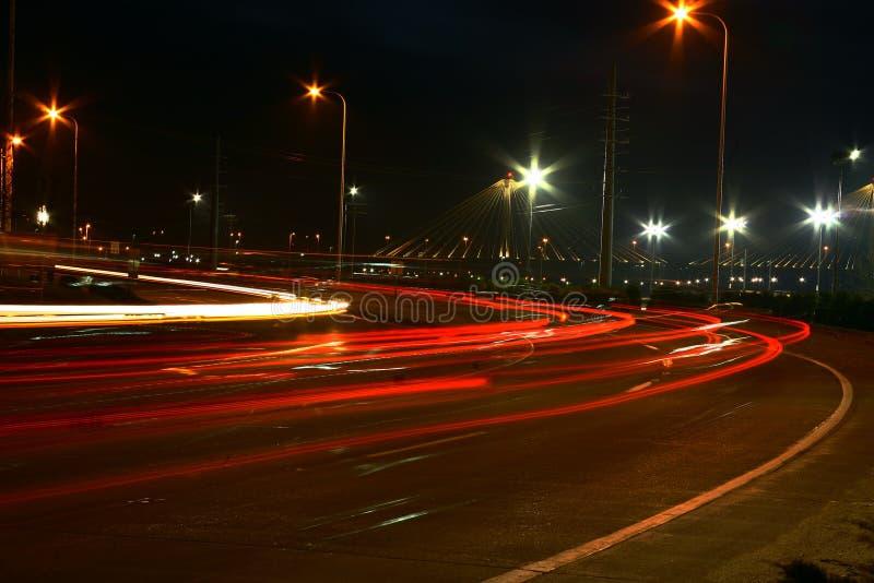 Rua movimentada na noite fotos de stock