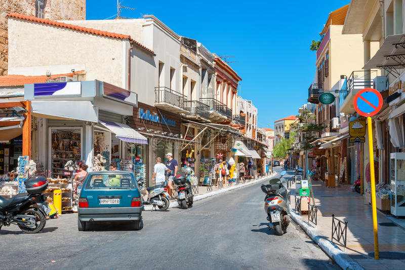 Rua na cidade velha de Chania Crete, Greece foto de stock royalty free