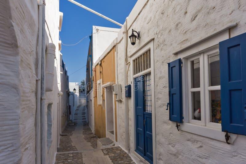 Rua na cidade velha Ermopoli, Syros, Grécia fotos de stock