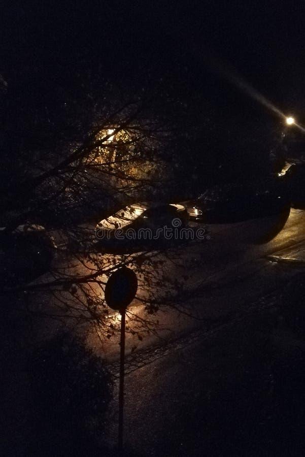 Rua na noite foto de stock royalty free
