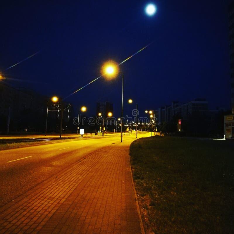 Rua na noite foto de stock