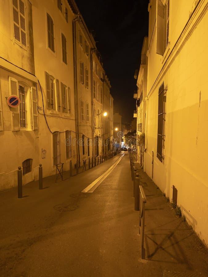 Rua na noite, Marselha de Rue de la Fare fotos de stock
