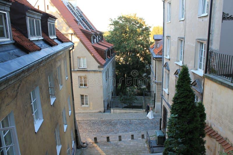 Rua no centro histórico do Polônia de Varsóvia foto de stock royalty free