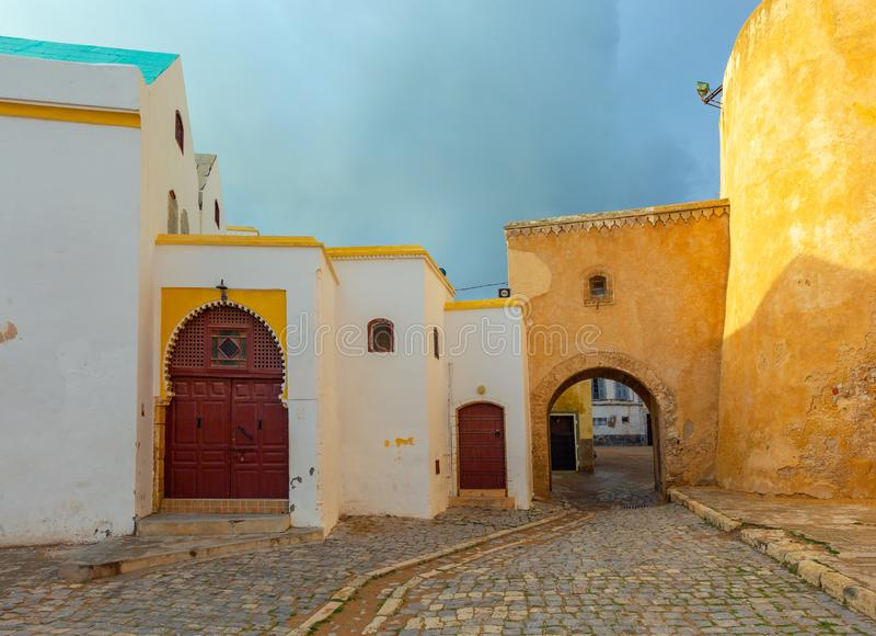 Rua no EL velho Jadida da cidade, Marrocos imagem de stock
