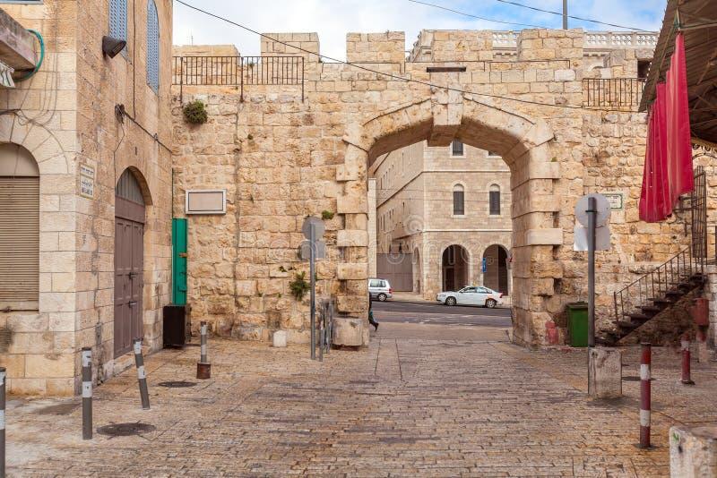 Rua nova da porta e da Bab El-Jadid, Jerusalém foto de stock