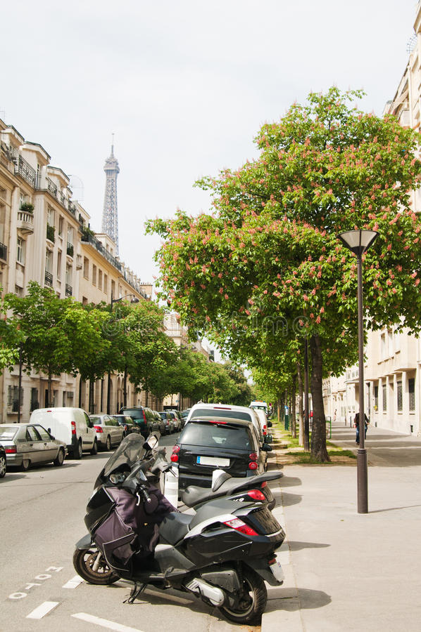 A rua parisiense fotografia de stock