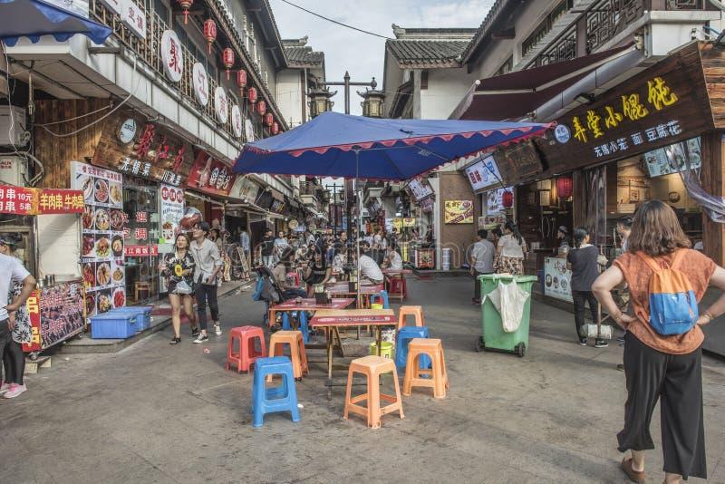 Rua pedestre comercial do templo de Nanchan imagem de stock royalty free