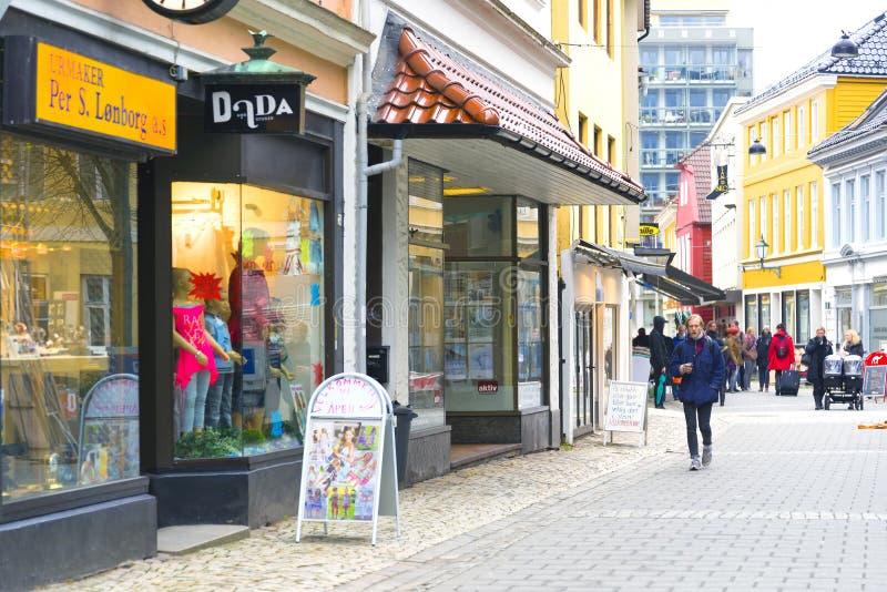 Rua pedestre da compra, Bergen Norway fotografia de stock royalty free