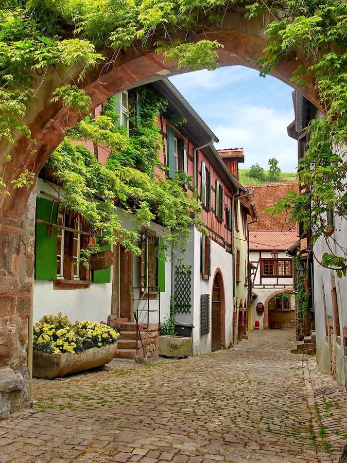 Rua pequena francesa antiga fotografia de stock