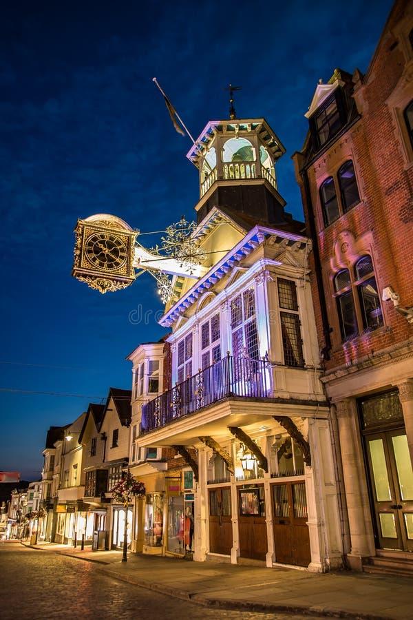 Rua principal da capela na noite Surrey Inglaterra fotografia de stock royalty free