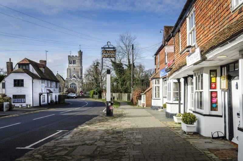 Rua principal da vila de Biddenden foto de stock