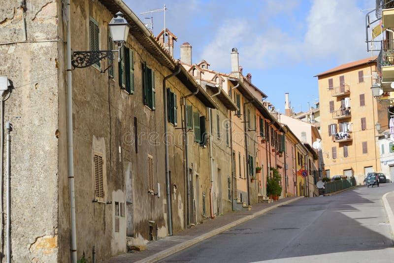 A rua principal de Allumiere fotografia de stock