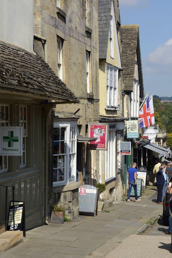 Rua principal em Burford, Oxfordshire, Inglaterra fotos de stock