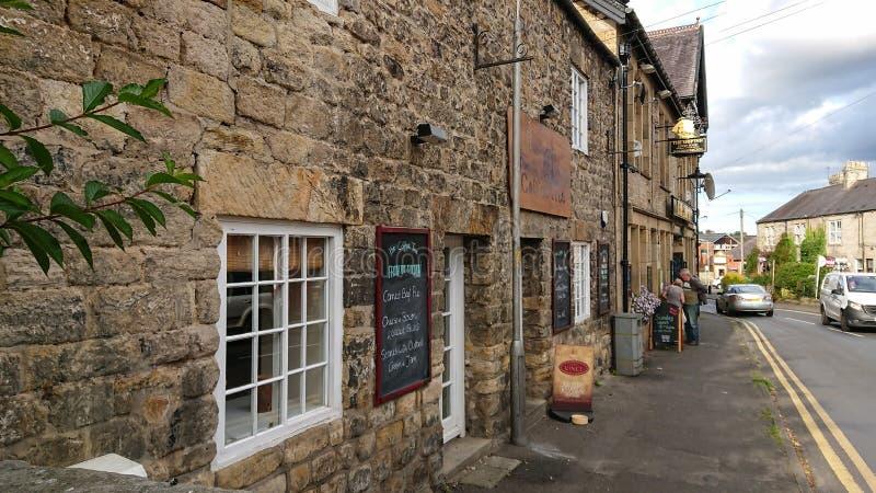 Rua principal histórica da vila de Wylam em Northumberland, Inglaterra foto de stock