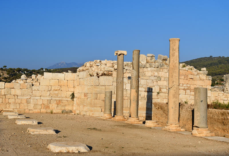 Rua principal na cidade antiga Patara de Lycian Turquia imagens de stock