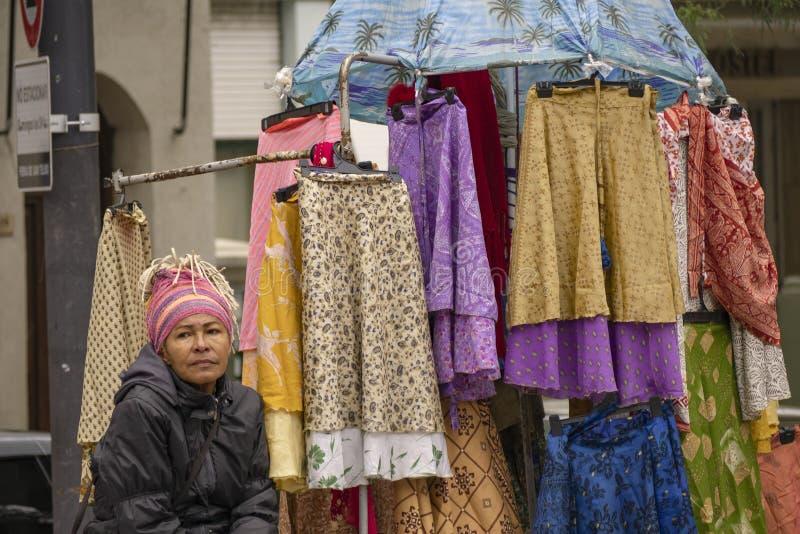 Rua que vende no San idoso Telmo Neighborhood em Buenos Aires, Argentina imagens de stock royalty free