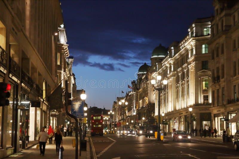 Rua regente na noite - Londres - Reino Unido fotos de stock royalty free