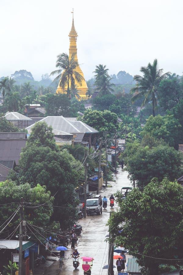 Rua rural da cena em Dawei, Myanmar foto de stock