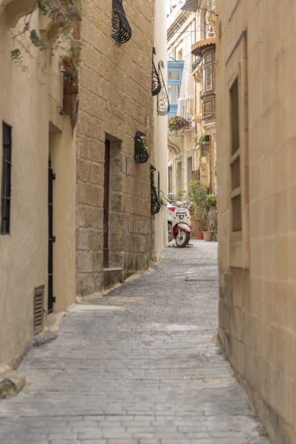 Rua secundária em Rabat Malta imagens de stock